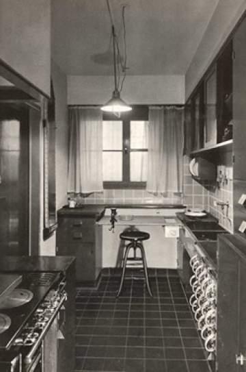 Schwarz-weiß-Foto einer Frankfurter Küche