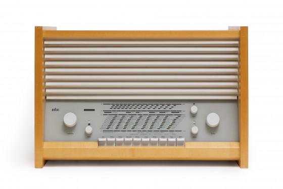 Sammlungsobjekt Radio G11, heller quadratischer Holzrahmen, hellgraue Kunststoff-Skala, Entwurf Hans Hugelot für Braun, 1954/55