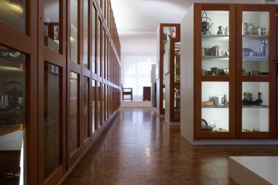 Blick in die Dauerausstellung des Werkbundarchiv - Museum der Dinge, Foto Tim Schnetgoeke